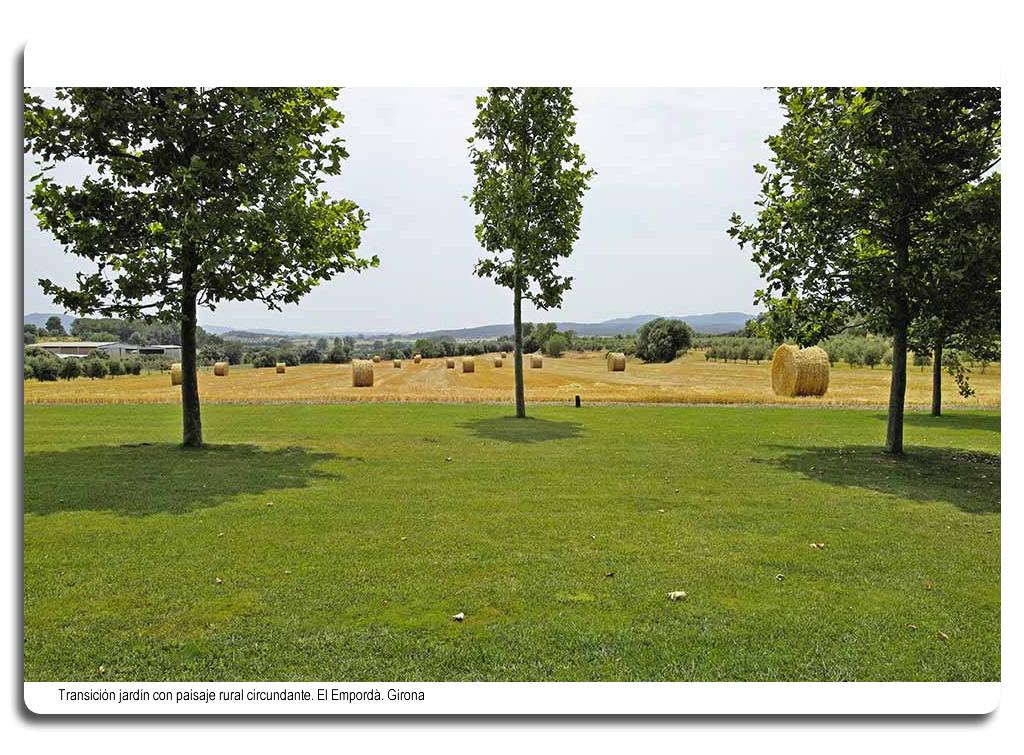 Transición jardin con paisaje rural. El Empordà. Girona
